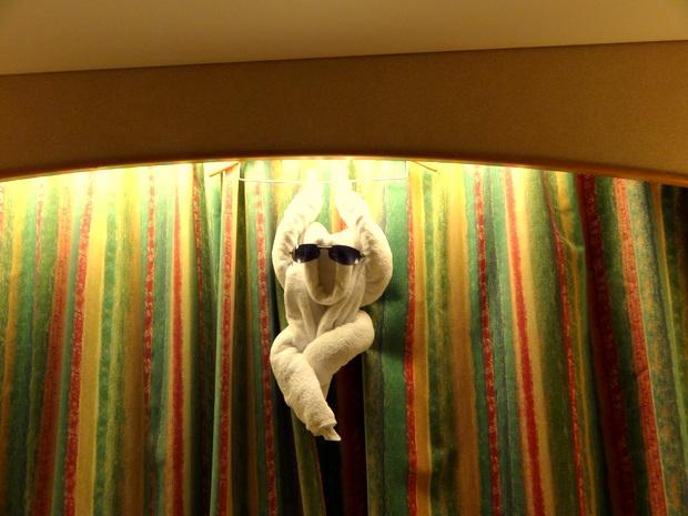 毎晩夕食中にベッドメイキングが入ってタオルで動物が作られている(3日目)